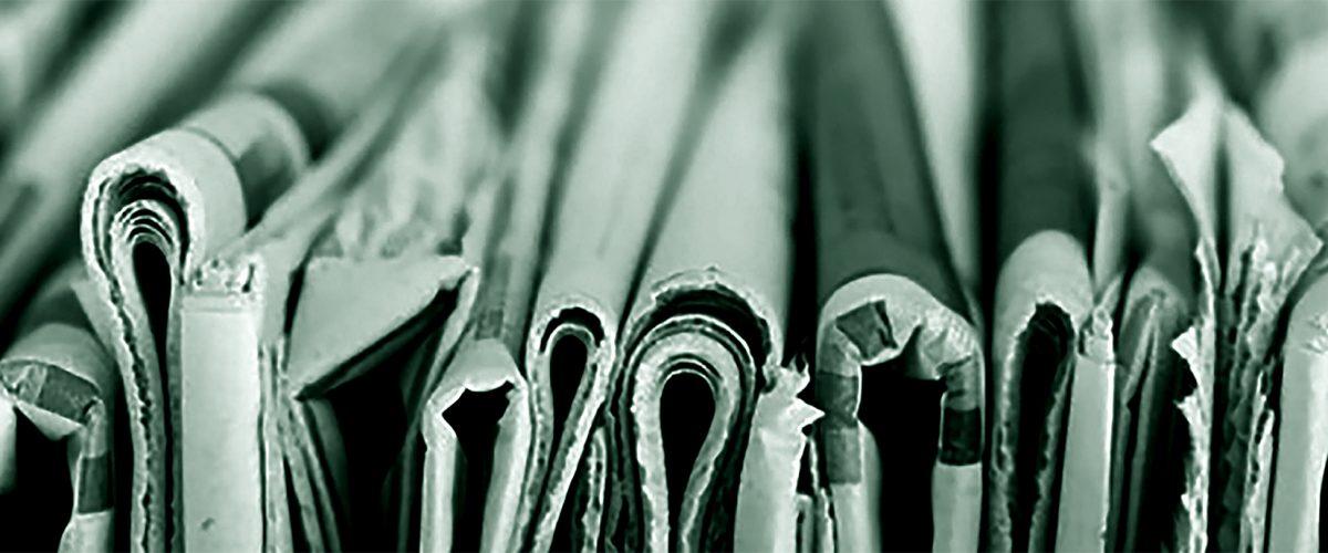 Tidningar i bunt-1